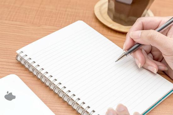 文章を書いている